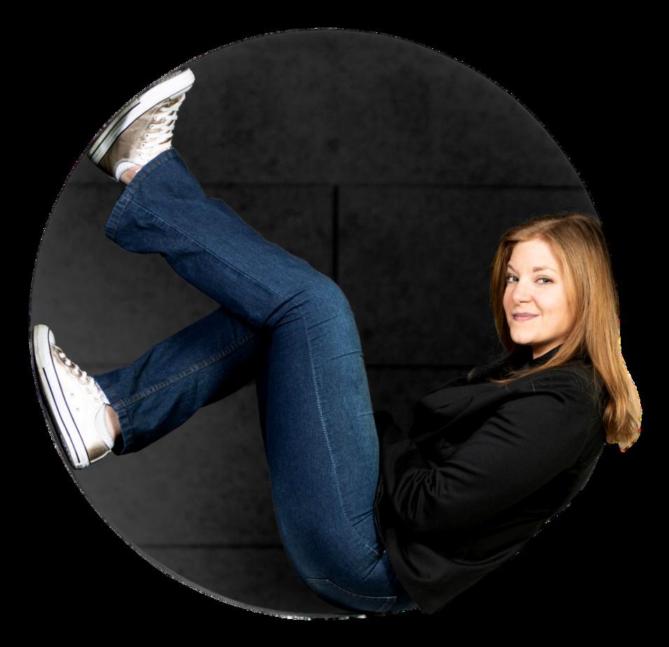 Alice Kara dans un rond coach conférencière professionnelle, auteur, menfoumentape vulnérabilité, honte